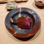 大阪天満宮 鮨とよなが - 鰹に玉ねぎ醤油