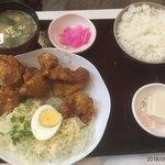 串かつのまるたけ - 鶏唐揚げ定食780円