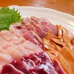 地頭鶏 綾 - 料理写真:みやざき地頭鶏の刺し身(朝どれ)の盛り合わせ