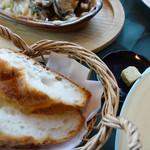 牡蠣亭 - バゲット(カキバター付き)