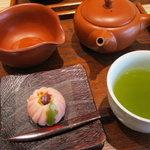 9242688 - 煎茶「ほのか」と「季節の上生菓子」