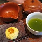 9242696 - 煎茶「まきのみどり」と「しぐれチーズ」