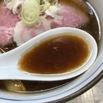 中華そば 四つ葉 - 豚骨、地鶏、手火山式かつお節、煮干しのスープ