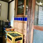 クボカリー - 待合室と店内入り口