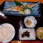 海鮮茶屋 一鮮 - うな重より高い秋刀魚定食