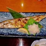 海鮮茶屋 一鮮 - やや大きめな秋刀魚