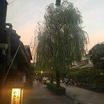 Giwonkomori - 夕方の白川南通。風情があります。