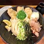 うどん 色彩 - 料理写真:鶏玉天ぶっかけ