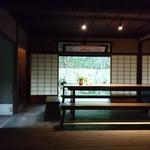 寿長生の郷 - 総合案内所   ここで 冷たいお茶と   あも   を  いただきました          無料の サービスです