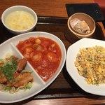 紅虎餃子房 - エビチリセット(エビチリ+油淋鶏+半チャーハン+エビシュウマイ+スープ)