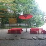 92433900 - 和風~(^-^)  ここでお茶したい!                       (窓越しで撮影してます)