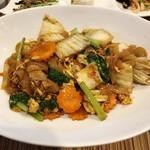 Shimiran - ランチ「日替わり」(1300円)この日は海鮮辛口太麺焼きそば