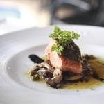 ヒルトップ カシータ - ランチセットの魚メイン 鮭のソテー