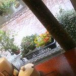 9244593 - 隣は花屋さん♪窓側の席がおすすめ
