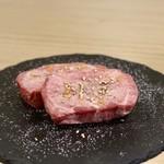 焼肉とんび - 極み厚切り生タン塩