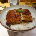 柳家錦 - 料理写真:これが噂の長良川天然鰻三段重ね丼。半分食べると・・・