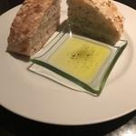 92446682 - 2種のパン