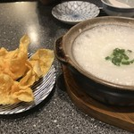香港食館 - 揚げワンタン入りのお粥 550円