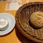 92448431 - パン&クリームチーズ