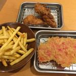 92452318 - ポテトフライ¥150、紅しょうが串¥150、鶏から揚げ¥220。(いずれも税別)