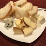 小皿キッチン ココロ - チーズ盛り合わせ