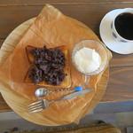 cafe ななつき - 料理写真:小倉トースト クリームトッピング&ななつきブレンド