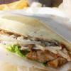 ピーターパン - 料理写真:チキンのピタサンド。味付けは濃いめ甘め。具はたっぷり。