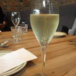 92465317 - 乾杯のスパークリングワイン