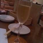 ブション - 食前酒的にスパークリングワイン