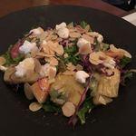 トリニティ オイスター ハウス - 季節のフルーツとリコッタチーズのガーデンサラダ