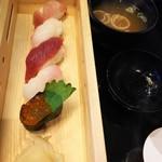 92471565 - セットの寿司