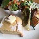 carre - パンケーキに焼き野菜と野菜サラダ