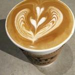 フラット ホワイト コーヒー ファクトリー - 上から ☆ミ