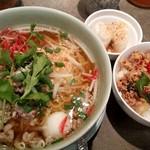 タイ料理研究所 - センレク・ナーム+ミニガパオ