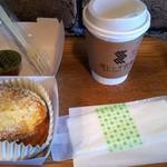黒レンガ倉庫Cafe - フレンチトースト(380円)と黒レンガ珈琲のホットSサイズ(430円)。