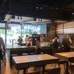 FLOWS GRILL|BAR - 新規開店直後の店内