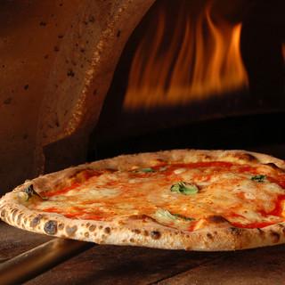 【ピッツァ】石窯で焼いた本格派ピッツァ