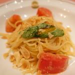 ピッツェリア・サバティーニ - シチリア風フレッシュトマトとアーモンドのスパゲッティーニ