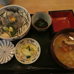 漁亭 浜や - 生しらす丼1100円(税別)