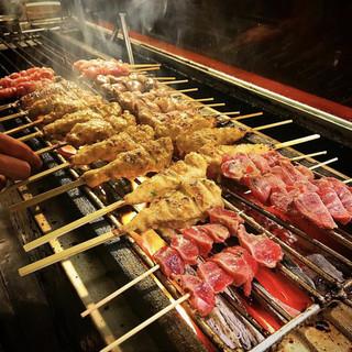 備長炭で焼く格別の串焼きは、イチからしっかり店仕込み。
