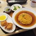 浜木綿 - 料理写真:「選べる唐揚げランチセット (925円)」で天津飯!