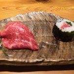 92508582 - 伊万里牛の寿司と海苔巻き