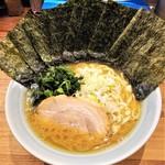92509522 - ラーメン700円麺硬め。海苔増し100円。