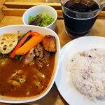 スープカリー OASIS - 料理写真:富良野ラベンダーポークの角煮スープカレー1200円