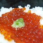 横浜むとう - 自家製いくらの醤油漬けです。