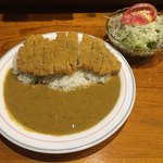 くま - 料理写真:カツカレー(1200円)