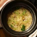 平花とんぼ - アサリの土鍋ご飯