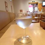 92523490 - お冷のグラスもワイングラス
