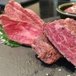 錦糸町日本酒バル ふとっぱらや - 黒毛和牛肉刺し四種盛り合わせ 1,990円