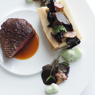 """""""伝統と進化""""を感じさせる、独創的なフランス料理を日々探求。"""